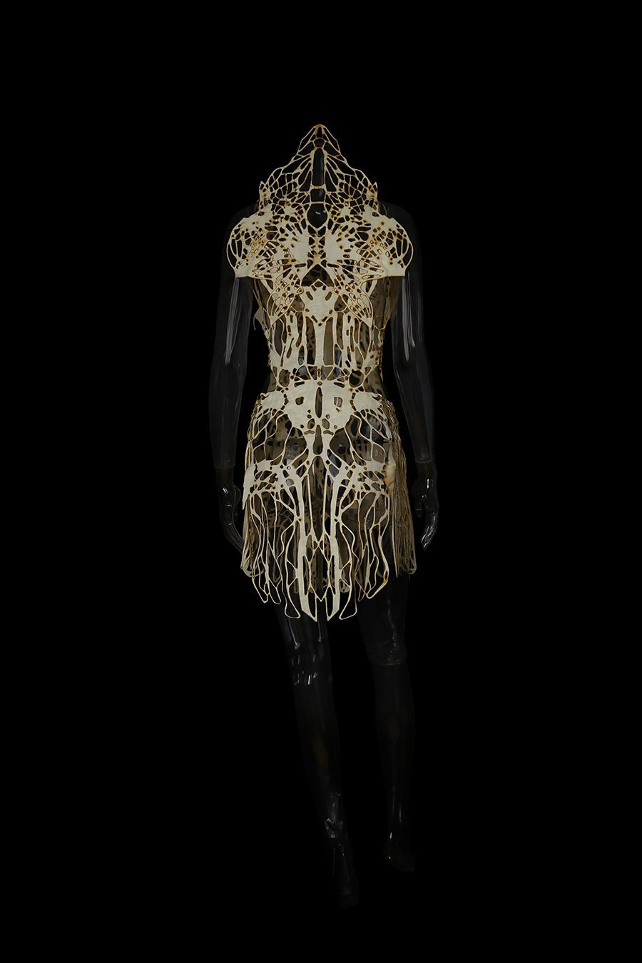 2017-Amy-Karle-Internal-Collection-cream-garment-based-on-tendons-and-ligaments-v1-04