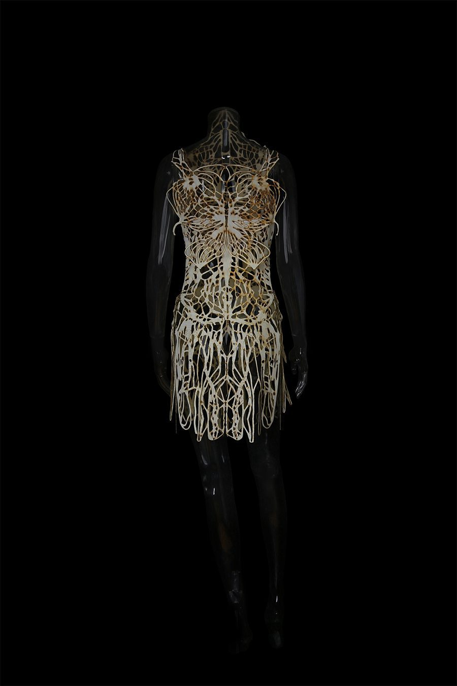 2017-Amy-Karle-Internal-Collection-cream-garment-based-on-tendons-and-ligaments-v2-02