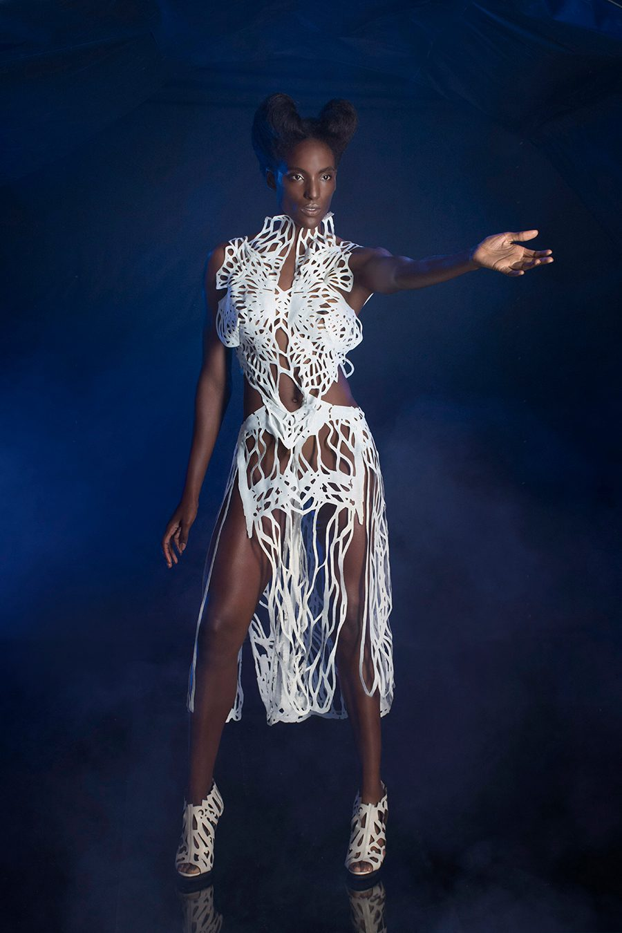 2017_1788-Designer-Amy-Karle-Model-Amber-Rosario-wearing-dress-based-on-ligaments-v2-from-Internal-Collection-_-photographer-Christyl-OFlaherty