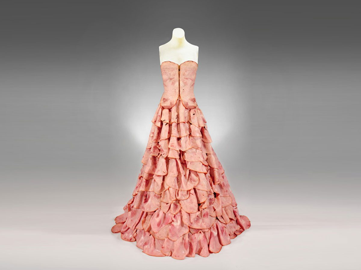 2009-reprocessed-Meat-Dress-by-Amy-Karle-sculpture-fashion-websize-copy-edited
